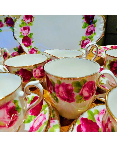 (OUT OF STOCK) ROYAL ALBERT OLD ENGLISH ROSE TEA TRIO